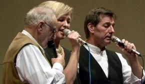 Franz Herbst, Martina Wenzler-Gail und Lothar Gail singen beim Jahreskonzert