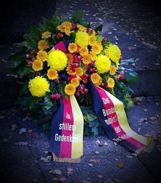 528px-Ehrenhain_I_OdF_Volkstrauertag_Hauptfriedhof_Erfurt